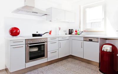 Küche minimalistisch mit Farbe