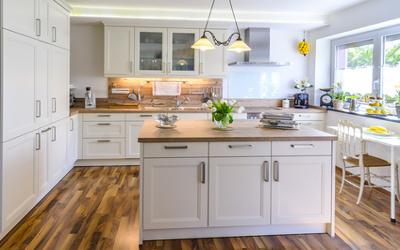 Küchen-Beleuchtung mit Deckenlampe