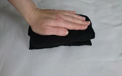 Rollkragenpulli falten Extra-Schritt: Päckchen