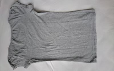 T-Shirt falten Schritt 1