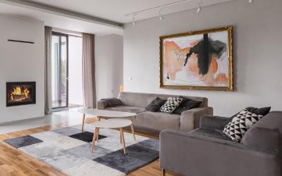 Farbgestaltung im Wohnzimmer: Grau-Blau-Schwarz