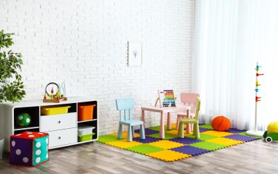 Mit Farbe gestalten: Weiße Wände, bunte Möbel